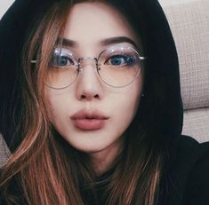 Tutorial – Girls with Glasses – - Makeup Tips Summer Korean Makeup Ulzzang, Korean Makeup Tips, Korean Makeup Look, Korean Makeup Tutorials, Make Up Looks, Hairstyles Bangs, Glasses Hairstyles, Pony Makeup, Beauty Makeup