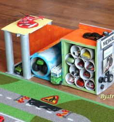 DIY Car garage made from toilet rolls and cardboard boxes // Autó garázs játék kartonpapírból és papír gurigákból gyerekeknek // Mindy - craft tutorial collection // #crafts #DIY #craftTutorial #tutorial #PaperCrafts #KreatívÖtletekPapírból