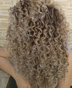 Highlights Curly Hair, Blonde Curly Hair, Colored Curly Hair, Curly Hair Tips, Curly Hair Styles, Natural Hair Styles, Blonde Curls, Hair Straightening Iron, Crimped Hair