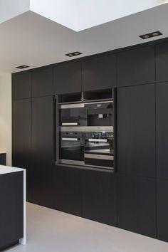 Interior Living Room Design Trends for 2019 - Interior Design Black Kitchen Cabinets, Black Kitchens, Oven Design, Kitchen Design, Diy Kitchen Decor, Kitchen Interior, Kitchen Living, New Kitchen, Modern Interior Design