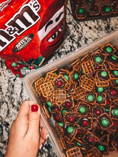 Chocolate M&M Pretzels – Simply Kaylee Ann Christmas Desserts, Christmas Treats, Holiday Treats, Christmas Cookies, Holiday Parties, Holiday Recipes, Christmas Drinks, Christmas Mood, Merry Little Christmas