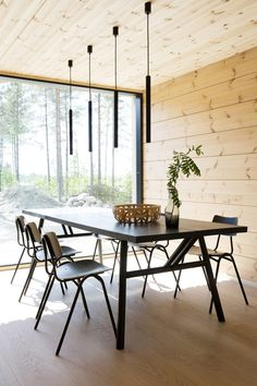 Realise a healthy and ecological Scandinavian house with solid wood. Get inspired by contemporary designs and plan your dream home! home interior, Inspiration for a modern log house Cabin Interior Design, House Design, Design Design, Design Homes, Interior Garden, Cabin Homes, Log Homes, Scandinavian Cabin, Modern Log Cabins
