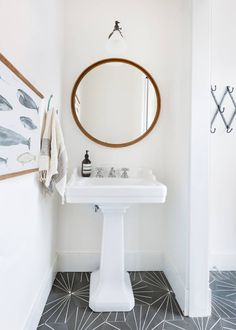 simple bathroom design (with standout tile)