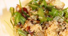 Quinoa con Patate Porcini, Nocciole e Rucola. Un'insalata alternativa, ricca di proteine e senza glutine.
