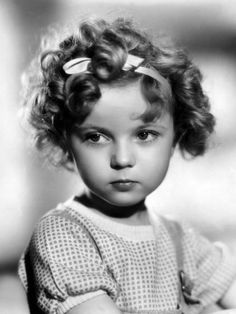 P Shirley Temple. We are saddened to hear that former Hollywood child star Shirley Temple has died, aged Vintage Hollywood, Classic Hollywood, Divas, Photo Vintage, Humphrey Bogart, Actrices Hollywood, Jolie Photo, Goldie Hawn, Judy Garland