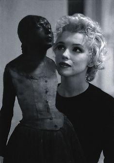 Marilyn Monroe with Edgar Degas' Little Dancer