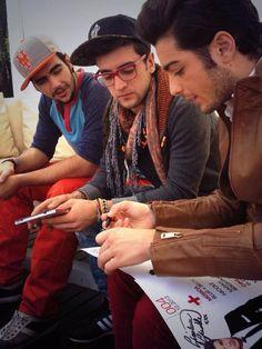 Tan bellos y guapos @Il Volo en entrevista y firmando detallitos para las fans!!!