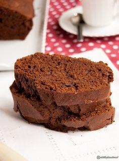 La torta semplice al cacao si prepara facilmente anche senza bilancia!