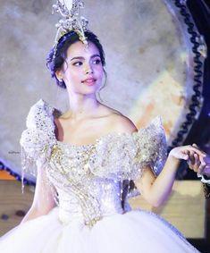 Real Princess, Beautiful Asian Women, Bellisima, I Dress, Asian Woman, Evening Dresses, Celebs, Gowns, Actresses