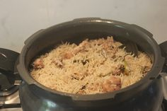 A flavourful chicken pulao which is packed with aroma and is so delicious with some raita and salna. Taste so delicious and is easy to make. Peas Pulao Recipe, Chicken Dum Biryani Recipe, Veg Pulao, Lunch Box Recipes, Chicken Flavors, Garam Masala, How To Cook Chicken, Easy Meals, Indian
