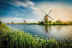 The most important aspect of UNESCO World Heritage Kinderdijk is undoubtedly the unique collection of 19 authentic windmills, which are considered a Dutch icon throughout the entire world. A wonderful and unforgettable day trip in the Netherlands for the entire family.