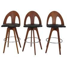 Take 6 Minutes to Understand Why We Love These Modern Bar Chairs Mid Century Bar Stools, Modern Bar Stools, Vintage Bar, Bar Chairs, Mid Century Furniture, Mid-century Modern, Danish Modern, Modern Furniture, Apartment Living