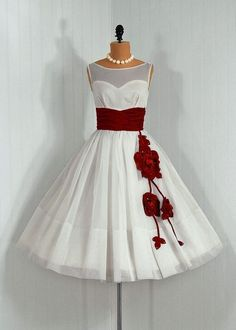 Vintage Dress with circle skirt and flower detail sewing-inspiration