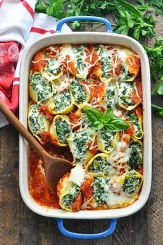 Spinach Stuffed Shells are an easy and healthy vegetarian dinner recipe that can be prepared in advance! The ultimate cozy, family-friendly meal, this hearty and satisfying dish is a perfect meatless option for hungry appetites. Tasty Vegetarian Recipes, Vegetarian Recipes Dinner, Veggie Recipes, Easy Dinner Recipes, Cooking Recipes, Easy Healthy Vegetarian Recipes, Family Vegetarian Meals, Dessert Recipes, Recipes For Vegetarians