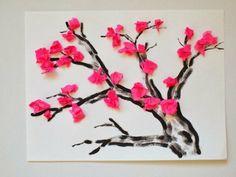 dessin branche d arbre en peinture marron, des fleurs en papier rose, bricolage floral, idée activité manuelle primaire