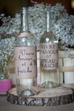 J'avais repéré cette idée sur Pinterest. Une technique toute simple mais canonissime ; la personnalisation des bouteilles d'eau disposé...