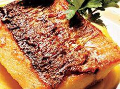 Dourado grelhado com pur� de mandioquinha e molho de mexerica - Veja mais em: http://www.cybercook.com.br/receita-de-dourado-grelhado-com-pure-de-mandioquinha-e-molho-de-mexerica.html?codigo=69384