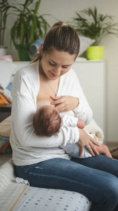 Mi bebé se quedaba dormido mientras tomaba su leche materna. A mí me preocupaba porque veía que hacía un movimiento leve pero no sabía si realmente estaba succionando, descansando o dormido. Mamá primeriza al fin, se me hacía difícil identificarlo. Y no estoy sola en esto. Mamás de la Comunidad de BabyCenter han pasado por experiencias similares. Una de ellas comentó: 'Mi bebé tiene ya casi 4 semanas de nacido. Lo llevé al pediatra y me dice que tiene bajo peso, probablemente debido a que...