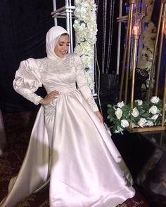Hijab Wedding, Wedding Gown A Line, Wedding Dresses, Elegant White Dress, Head Scarf Styles, Fashion Illustration Dresses, Lace Ball Gowns, Hijab Fashion Inspiration, Muslim Fashion