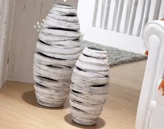 que hacer con botellas plasticas detergente - Buscar con Google Floor Vase Decor, Vases Decor, Style Oriental, Paper Mache, Decoration, Modern Art, Ceramics, Diy, Handmade