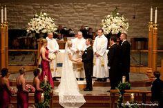 Beautiful altar arrangements, lovely couple / www.keelythorne.com / Michael Carr Photography