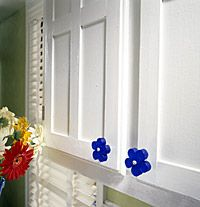 Yep - I want to do this. Adding moulding to cabinets (def not the flower knobs ; Laminate Cabinets, Old Cabinets, Kitchen Cabinet Doors, Kitchen Cabinets, Cabinet Fronts, Updating Cabinets, Countertop Makeover, Cabinet Makeover, Kitchen Upgrades