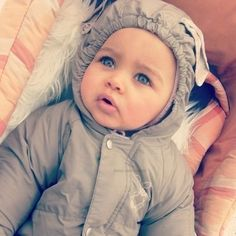 What a pretty baby! Baby Kind, Pretty Baby, Beautiful Children, Beautiful Babies, Beautiful Eyes, Pretty Eyes, Cute Kids, Cute Babies, Biracial Babies