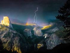 Orage idyllique / Des éclairs et un arc-en-ciel se sont invités de concert dans le cadre enchanteur du parc national de Yosemite, en Californie, et Nolan Nitschke était là pour immortaliser ce tableau idyllique.  (Nolan Nitschke/CATERS NEWS AGENCY/SIPA)