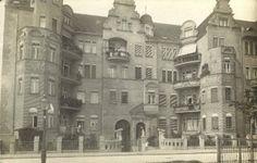 Może trochę na wyrost, ale kamienica skojarzyła nam się z barcelońskim Gaudim. A to nasza poznańska ulica Grottgera! Przyznajcie, że budynek prezentował się przed wojną znakomicie! Dziś wygląda trochę gorzej.