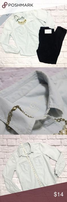 GAP Light Jean/Chambray Button Down Shirt GAP Light Jean/Chambray Button Down Shirt - condition: EUC - color: Light Jean - fit: True to size - other GAP Tops Button Down Shirts