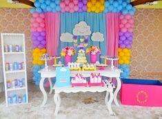 Uma chuva de amor! #chuvadeamor #chuvadeamorparty #festachuvadeamor #festachuvadebencaos #festa #party #chuvadebencaos #minifesta #miguelitos #chadebebe #festainfantil #festademenina #decoracaofestainfantil #baby #decor 18th Birthday Party, Twin Birthday, Rainbow Birthday, Balloon Backdrop, Balloons, Birthday Decorations, Baby Shower Decorations, Best Candy Bar, Cloud Party