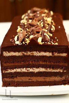 Tort cu ciocolată cu blat umed și trei creme - tort Îndrăgostit de ciocolată Romanian Desserts, Romanian Food, Chocolate Glaze Recipes, Chocolate Cake, Sweets Recipes, Cake Recipes, Pastry Cake, Something Sweet, Cupcake Cakes