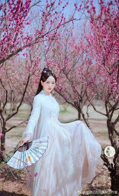 Traditional Chinese, Chinese Style, Kabuki Dance, Ada Wong, Anatole France, Hanfu, Victorian, Costumes, Exotic
