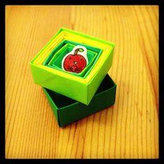 緑の中の赤いりんご。#chinhako #origami - @chinhako- #webstagram