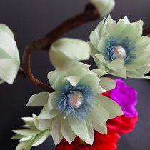 Willkommen in meiner Galerie! Einzigartige Geschenkideen & Dekorationen / Welcome to my crepe paper floral garden. Have a look around and get inspired!
