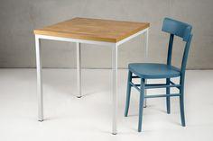 Table 230. Table with a base painted white metal and a veneered oak top with parquet effect. Tavolo 230. Tavolo con base tubolare in metallo verniciato bianco, piano impiallacciato rovere effetto parquet.