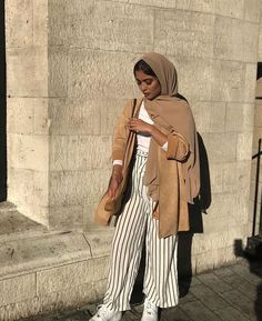 22 ideas for fashion hijab photography muslim women # aesthetically - Muslim Fashion Hijab Fashion Summer, Modern Hijab Fashion, Street Hijab Fashion, Hijab Fashion Inspiration, Muslim Fashion, Mode Inspiration, Modest Fashion, Modest Outfits Muslim, Fashion Outfits