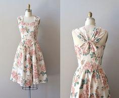 vintage floral dress / rose print cotton dress / by DearGolden Frock Fashion, Fashion Now, Modest Fashion, Fashion Models, Fashion Outfits, Vintage Dresses, Vintage Outfits, Vintage Fashion, Dresses For Teens
