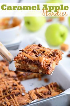 Delicious and Stunning Caramel Apple Blondies! Melanie from Garnish and Glaze has outdone herself with this yummy dessert recipe. {The Love Nerds Apple Series} Brownie Desserts, Oreo Dessert, Mini Desserts, Coconut Dessert, Desserts To Make, Brownie Recipes, Dessert Bars, Delicious Desserts, Dessert Recipes