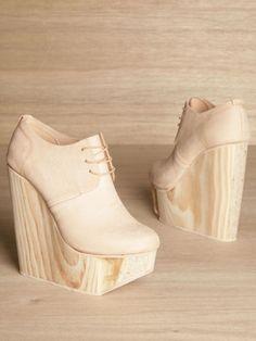 Zapatos con plataforma. #madera // wooden platform heels