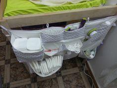 Quand nous étions encore en France, j'avais cousu trois panières suspendues sur le côté de ma table à langer à l'aide d'une tringle.     ... Spoiled Kids, Vide Poche, Bag Organization, Plastic Laundry Basket, Homemade, Aide, France, Babies Clothes, Couches