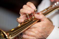 La trompeta es uno de los instrumentos más antiguos y ampliamente utilizados del mundo. Entra en la categoría viento metal y es uno de los más relevantes de la familia. Su sonido es brillante y muy elegante. Es un instrumento muy polivalente.   #madera #metal #trompeta #viento
