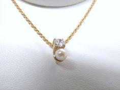 Hermoso Dije  en perla legitima y zircon, fabricado a mano.  Joyas Marcel JOYAS MARCEL Duran Joyeros, Bogotá. #duranjoyerosbogota #joyeria #hermosasjoyas  #Dije #compracolombiano #hechoamano #Colombia