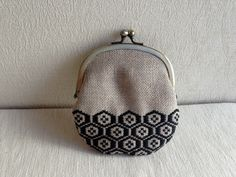 The Beauty of Japanese Embroidery - Embroidery Patterns Sashiko Embroidery, Japanese Embroidery, Vintage Embroidery, Cross Stitch Embroidery, Embroidery Patterns, Coin Purse Pattern, Purse Patterns, Hand Quilting, Embroidery Techniques