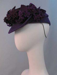 Beautiful 1940s purple felt hat with matching felt flowers. #vintage #1940s #hats