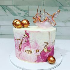 Beautiful buttercream marble cake with a sail cake topper made by Liliana da Silva from Sugarella Sweets Sugar Sheets, Modern Cakes, Beautiful Birthday Cakes, Marble Cake, Wafer Paper, Girl Cakes, Cake Decorating, Decorating Ideas, Rice Paper