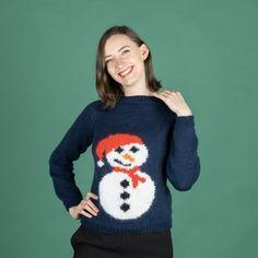 Ho, ho ho! Älskar du julen lika mycket som vi gör? Då måste du nästan sticka denna fina jultröja. Tröjan är stickad i våra härliga garner Malaga och Mohair Delight. Den fina snögubben stickas med tekniken Intarsia, så denna tröja är för den erfarna stickaren. Stickfasthet: 17 maskor och 24 varv på 10 cm på sticka 5.0 mm i slätstickning. Mycket nöje! #hobbiidesign #hobbiijuliet #hobbiimalaga #hobbiimohairdelight Malaga, Easy Knitting Patterns, Free Knitting, Labor, Circular Needles, Knit Or Crochet, Baby Booties, Christmas Sweaters, Free Pattern