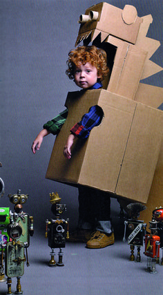 Make your kid a robot costume for Halloween and he'll love you forever. No directions; this photo was in the Anthropologie catalog. Costume Dinosaure, Little People, Little Girls, Cardboard Crafts, Cardboard Boxes, Cardboard Costume, Cardboard Robot, Cardboard Animals, Cardboard Cartons