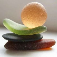 "kenzotrufi: "" The sea and glass…. Sea Glass Beach, Sea Glass Art, Sea Glass Jewelry, Mosaic Glass, Water Glass, Kintsugi, Beach Art, Pebble Art, Stone Art"