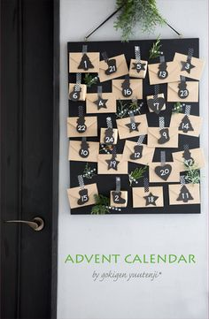Clustered Chalkboard - Fun Advent Calendars To DIY For Christmas - Photos Nordic Christmas, Christmas Mood, Noel Christmas, Christmas Photos, Xmas, Christmas Tables, Modern Christmas, Cool Advent Calendars, Diy Advent Calendar